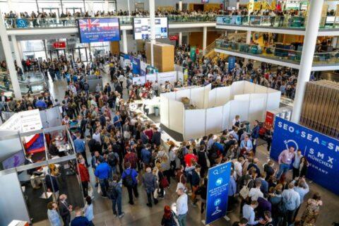 Blick auf die Besucher während der SMX München 2019. Mit dem SMX 2020 Rabattcode NETZSMX2020 dabei sein!